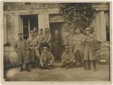 FRBMLY-72 La vie des civils dans une région envahie : l'exemple d'une famille de l'Aisne dans la zone du front