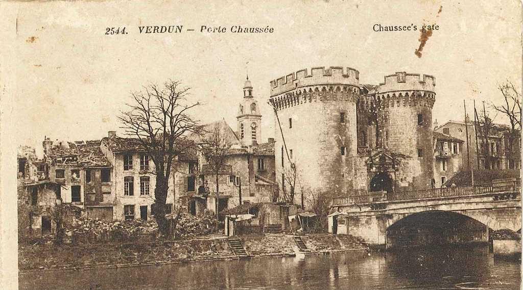 Europeana 1914 1918 frac78 verdun dans la guerre for Piscine de verdun