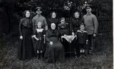 Familienfoto meines Großvaters Paul Hünseler auf Heimaturlaub ca. 1915/16