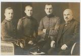 Gustav Seifert mit seinen drei Söhnen 1914