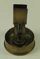 Kriegsandenken Karl Richter (1895-1966), Aschenbecher  mit Halter für eine Streichholzschachtel aus einem Granatboden und Patronen gefertigt