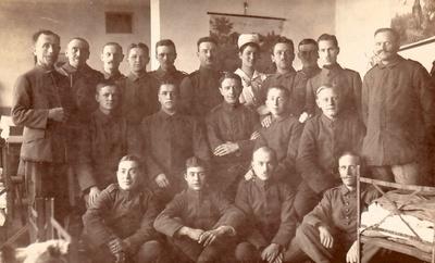 1918   Lilly als Schwester im Reserve-Lazarett, Osnabrück.JPG