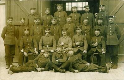 1wk Jebens, Peter (1877-1960) 1916 Mai 21 mittlere Reihe 5. von links.jpg
