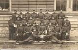 Feldpostkarte - Gruppenfoto deutscher Soldaten mit Bierkrügen