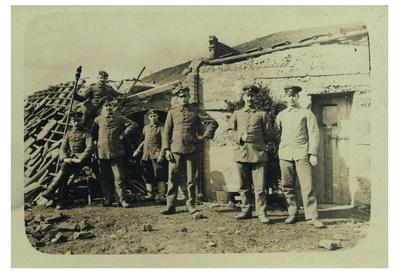 Artilleriestellung - hinter dem Geschütz WK I.JPG