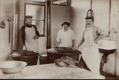1915 Anna als Köchin, Metz.JPG