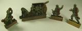 Kriegsspielzeug, vier Soldaten aus Holz und Pappe