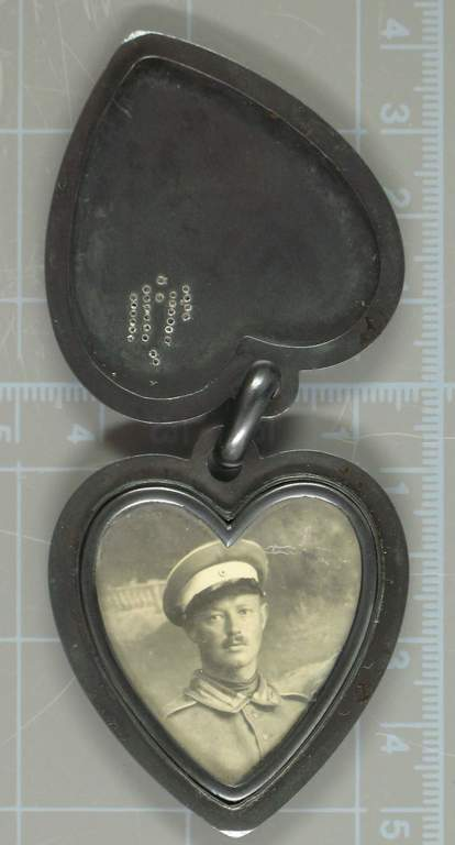 europeana 1914 1918 herzf rmiges medaillon mit foto. Black Bedroom Furniture Sets. Home Design Ideas