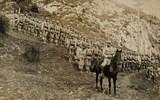 Foto von Johann Fitsch mit seiner Kompanie in den Bergen