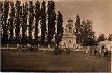 Geschütze von Ludwig Katterbachs Regiment auf dem Kirchplatz von Wjasnowoje