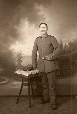 1. Foto: Hugo Schenk als Musketier ca. 1914/1915