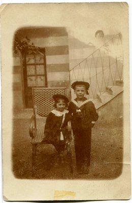 Boris in Ilka Kerševan leta 1914 na razglednici za očeta Josipa Kerševana