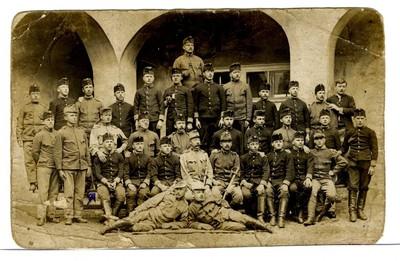 Skupina vojakov - Alojz Ukmar je prvi iz leve strani, v sredinski vrsti