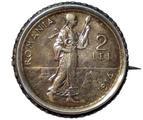 Eine Münzbrosche aus Rumänien
