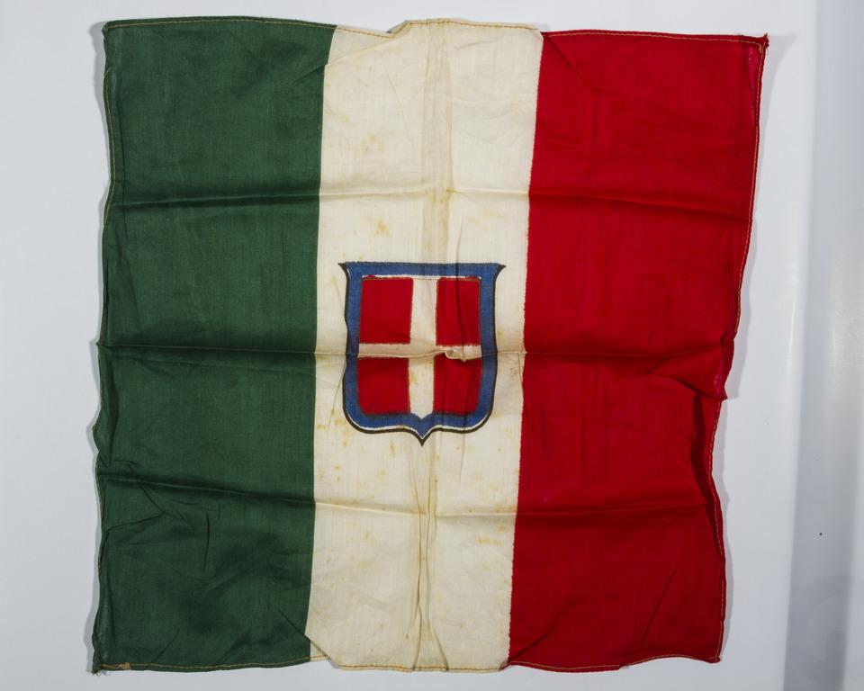 Europeana 1914 1918 medaglie foto cartine geografiche for Bandiera di guerra italiana