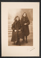 Schoolfoto's van Marguerite en Germaine De Jonckheere