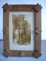 Altes Soldatenfoto mit verstecktem Gruß