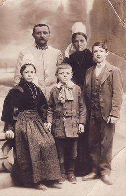 François Biguais (aïeul) en uniforme et sa famille