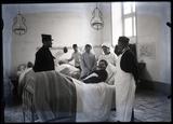 FRAD077-050, Photographies d'un blessé dans un hôpital militaire.