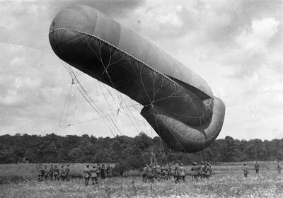 10.100 Fesselballon, Fußartillerie, Vorbereitung zum Aufstieg, Lothringen, Sommer 1915.jpg