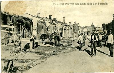 Pillage du village apres massacre des civils par les soldats allemands